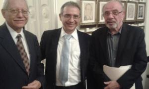 Imagen tomada en la Asamblea Legislativa con el Ministro de Hacienda, Helio Fallas y don Miguel Gutierrez Saxe. Se presentó el proyecto Norte-Norte