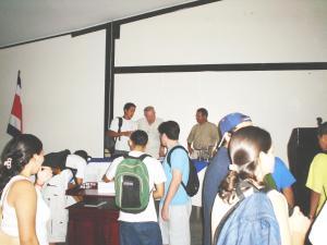 Expresidente Carazo presentó un tema de desarrollo en el curso de Computación y Sociedad
